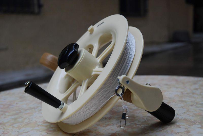 風箏捲線器(有煞車) 風箏線(助於收線,分為有煞車,無煞車兩種) 惠元特技風箏